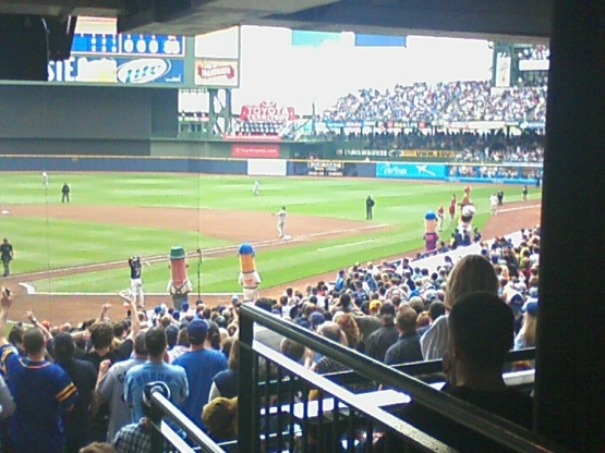 Milwaukee Brewers Miller Park - Wiener race